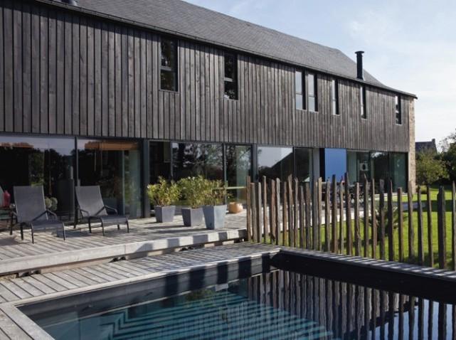 La rénovation de la longère : côté jardin et piscine