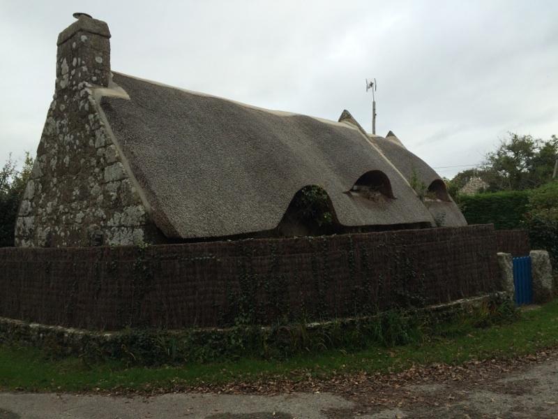 Longère traditionnelle au toit de chaume